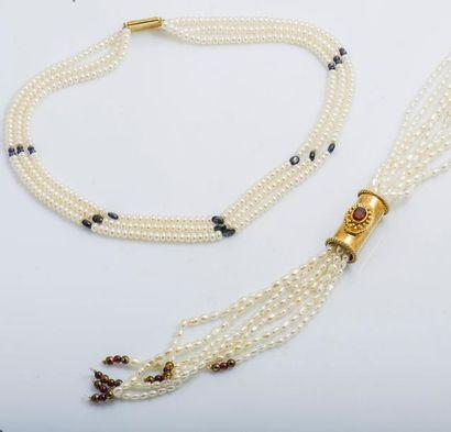 Lot de deux colliers de perles d'eau douce...