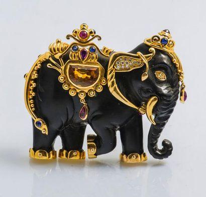 Broche éléphant en ébène, la monture en or...