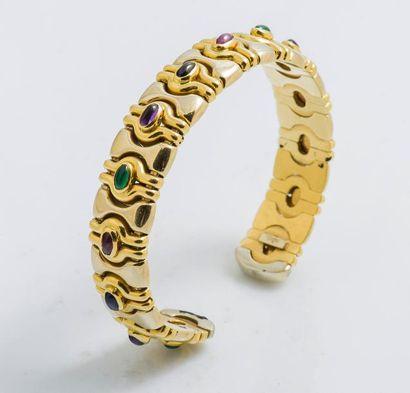 Bracelet jonc ouvert en or jaune 18 carats (750 millièmes) orné de godrons formant...