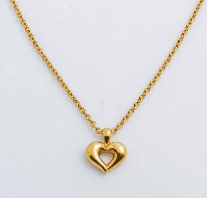 VAN CLEEF & ARPELS  Collier chaîne et pendentif cœur en or jaune 18 carats (750 millièmes),...