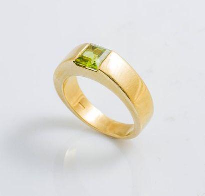 Bague jonc carrée en or jaune 18 carats (750...