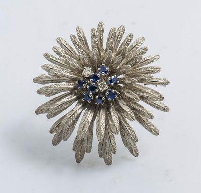 Broche bouquet en or gris 18 carats (750...