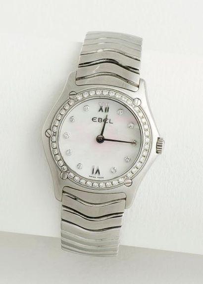 EBEL  Bracelet montre de dame «Classic Wave» en acier à boîtier rond, lunette hublot...