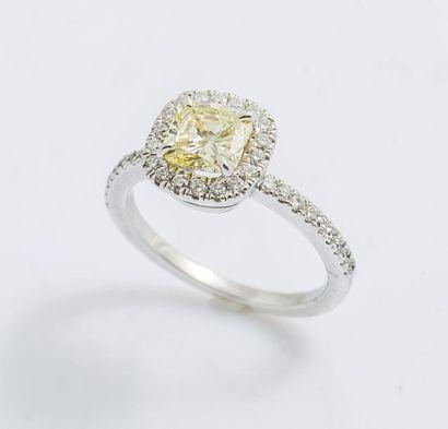 Bague jonc en or gris 18 carats (750 millièmes)...