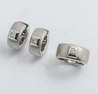 Parure en or gris 18 carats (750 millièmes)...