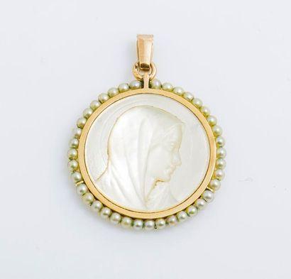 Médaille en or jaune 18 carats (750 millièmes)...