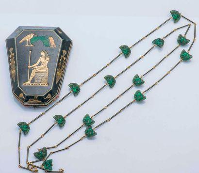 Attribué à René LALIQUE (1860 - 1945)  Grand sautoir en or jaune 18 carats (750 millièmes)...