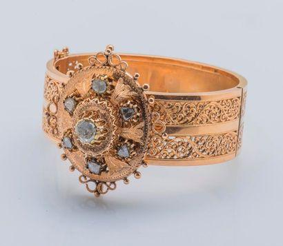 Bracelet large jonc en or jaune 18 carats...