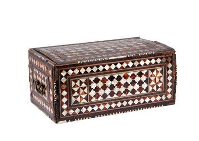 COFFRET rectangulaire Ottoman en bois exotique...