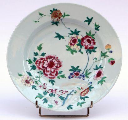 PLAT circulaire en porcelaine et émaux de...