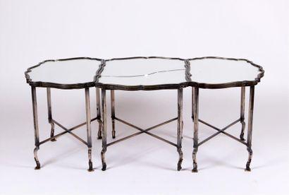 TABLE BASSE en métal argenté de forme contours...