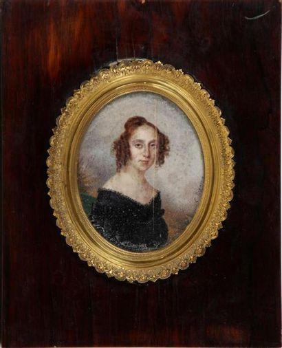 ÉCOLE FRANÇAISE DU XIXe SIÈCLE Portraits d'homme et de jeune femme Deux miniatures...