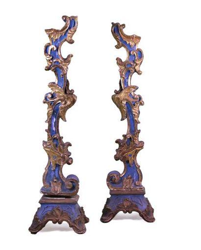 Paire de TORCHÈRES en bois sculpté peint...