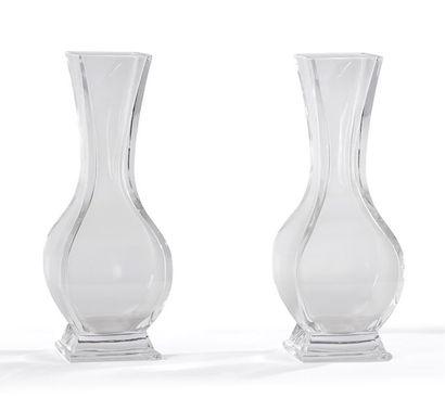 BACCARAT Paire de VASES pansus en cristal...