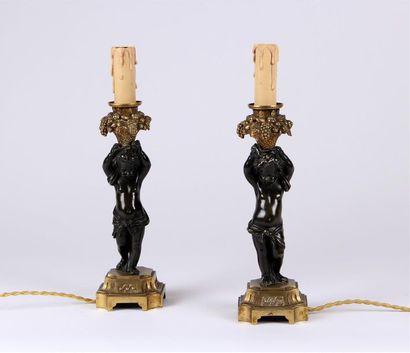 Paire de BOUGEOIRS en bronze patiné et doré...