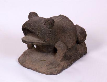 SCULPTURE en granit représentant une grenouille....