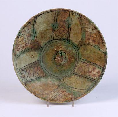 COUPE en céramique sur talon à décor brun,...