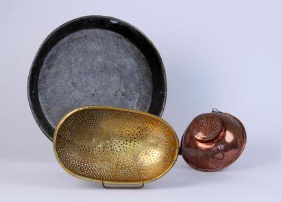 Lot en cuivre et laiton composé d'un grand...