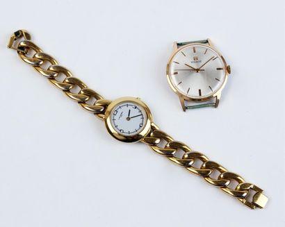 LANCEL MONTRE BRACELET de dame en métal doré à mailles gourmette, le boîtier circulaire...