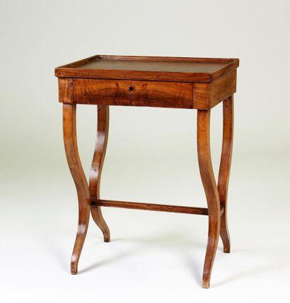 TABLE travailleuse en noyer et bois naturel...
