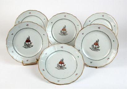 Suite de six ASSIETTES chantournées en porcelaine...
