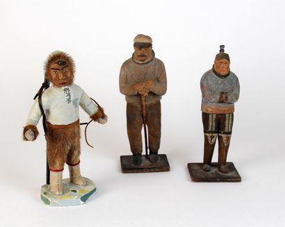 Trois STATUETTES en bois sculpté polychromé...