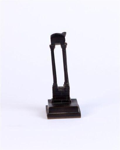 RUINES ANTIQUES en bronze patiné Fin XIXe...