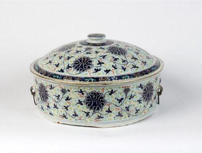 BOUILLON COUVERT en porcelaine à décor floral...