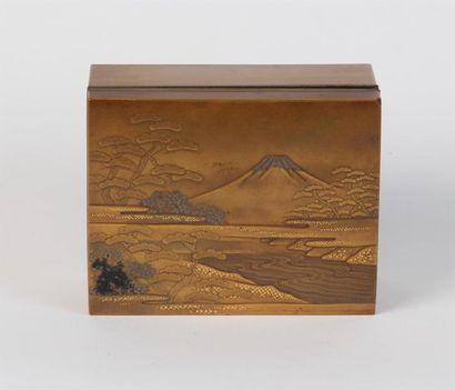 Petit COFFRET en laque du Japon à décor du...