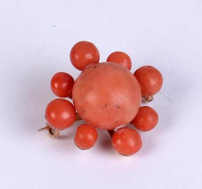 BROCHE en or 18k (750°/°°) sertie de perles...