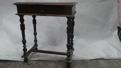 TABLE rectangulaire en bois naturel mouluré,...