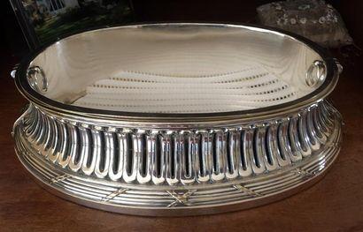 JARDINIÈRE ovale et sa doublure en métal...