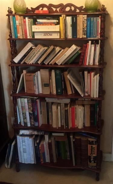 BIBUS en bois teinté à six étagères, les...