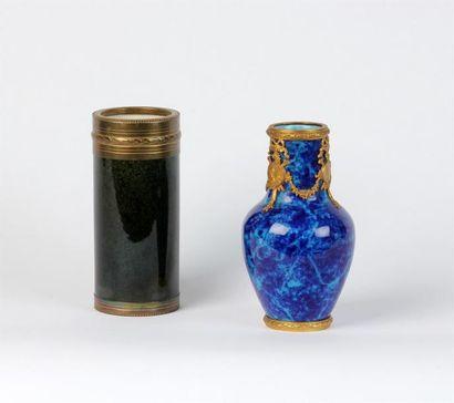 PAUL MILLET SÈVRES VASE en porcelaine bleu...