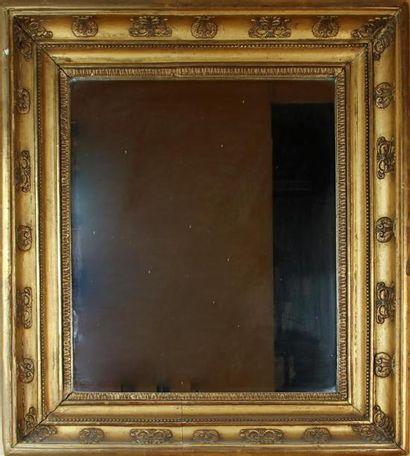 CADRE en bois et composition doré à décor...