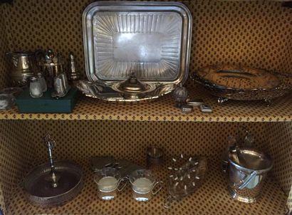 Lot en métal argenté composé notamment de...