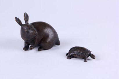 OKIMONO en bronze patiné représentant un...