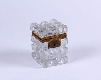 COFFRET rectangulaire en cristal taillé en...