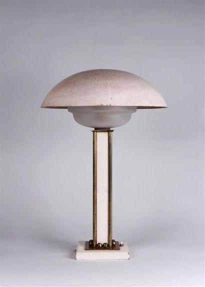 LAMPE DE BUREAU en bronze, laiton et bois...