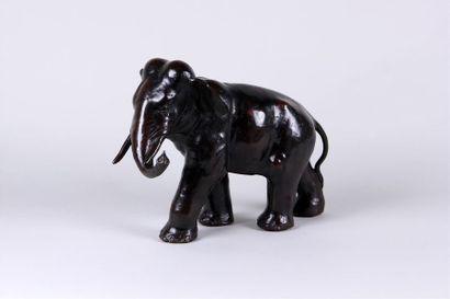 ÉCOLE MODERNE Eléphant levant la trompe Epreuve...