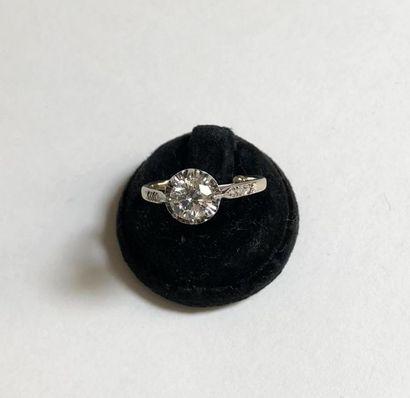 BAGUE en or 18k (750 °/°°) ornée d'un diamant...