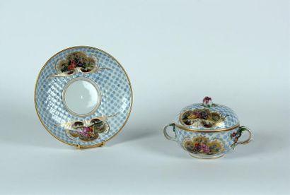 VIENNE BOUILLON couvert en porcelaine à décor...