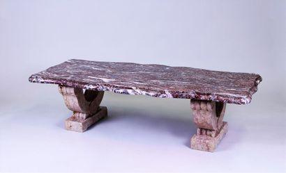 TABLE BASSE rectangulaire formée d'un épais...