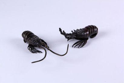 Deux OKIMONOS en bronze patiné représentant...
