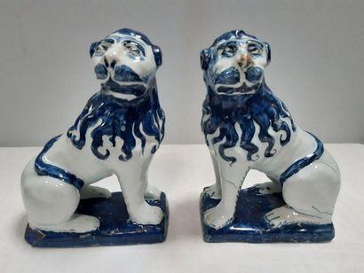 DELFT (attribué à), Paire de statuettes en...