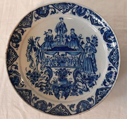 DELFT, Assiette décorée en camaïeu bleu d'un motif central représentant le Christ...