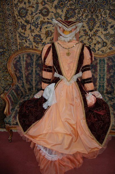 Costume de scène : robe dentelles et velours...