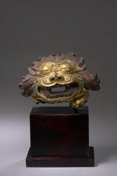 TIBET - XVIIIe siècle Tête lion en bronze...