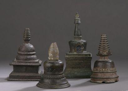 TIBET - XVIIIe/XIXe siècle Quatre stupa en...