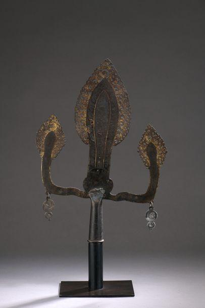 TIBET - XVIIIe/XIXe siècle Trisula en fer...